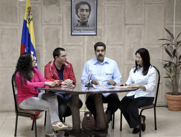 Foto: Rosa Virginia Chávez, hija del presidente Hugo Chávez; el ministro Jorge Arreaza, el vicepresidente Nicolás Maduro y la Procuradora General, Cilia Flores, este domingo. Foto: Minci