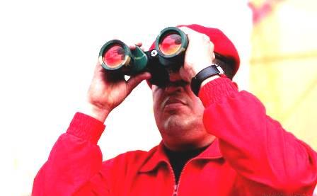 chavez-rojito-binoculares-EUD-19.7.2012