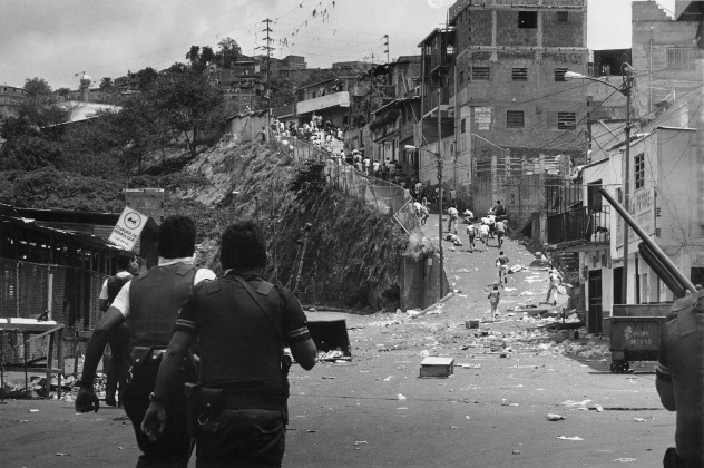 disparos_caen_heridos_barrio_19_de_abril_petare_270219891361898344
