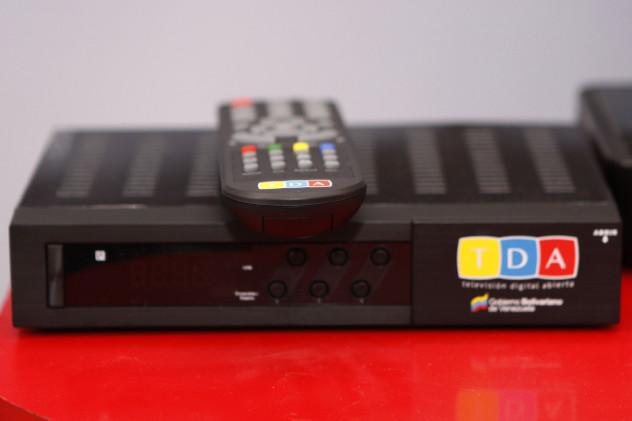 Sintonizador o receptor TDA, aparato que permitirá sintonizar la televisión digital en cualquier televisor.