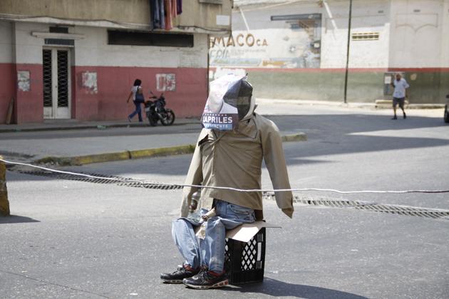 Más Capriles quemados en Caracas. Foto: @JorgeGalindoMIJ