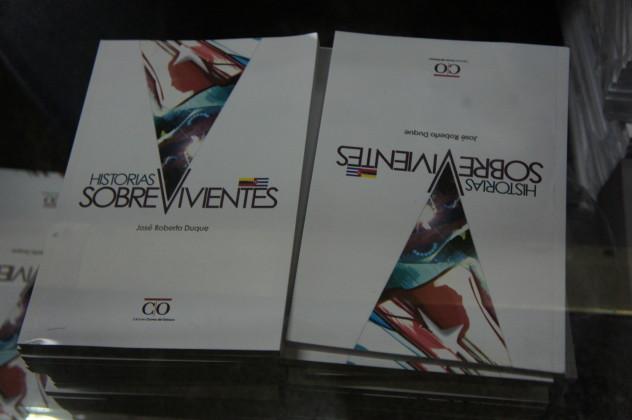 """Libro """"Historias Sobrevivientes"""" de José Roberto Duque (Foto: L. Bracci)"""