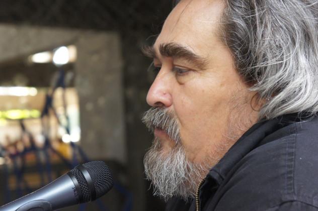 El escritor Federico Ruiz Tirado, entrevistado por Randolph Borges y Enza García (Foto: Luigino Bracci)