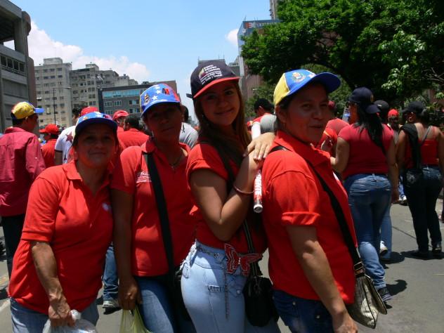 09 ABRIL FEMINAS FAMILIARES CON MADURO