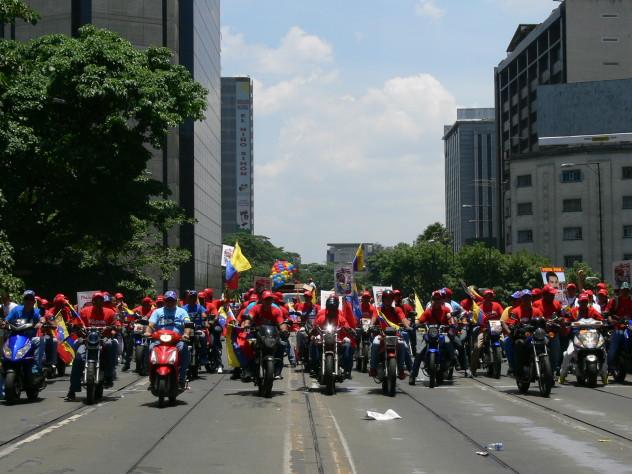 09 ABRIL MOTOCICLISTAS CABALLOS DE HIERRO CON MADURO