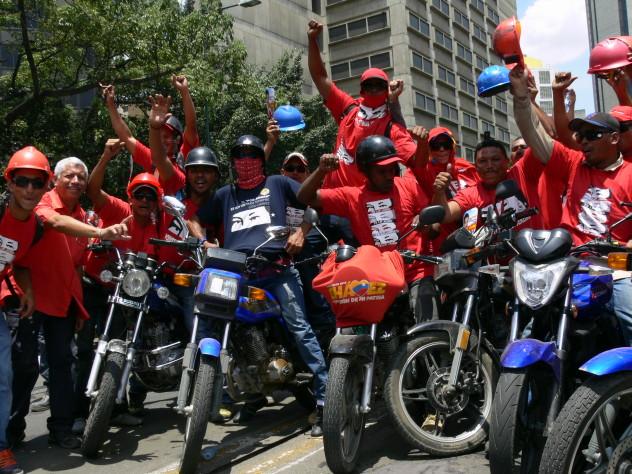 09 ABRIL OTRO COLECTIVO DE MOTOCICLISTAS CON MADURO