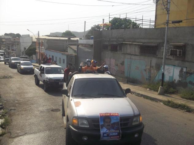 La Juventud de Sotillo, en Puerto La Cruz, paseó al monigote del Judas Capriles por toda la ciudad antes de quemarlo. Foto:  @mariarasme