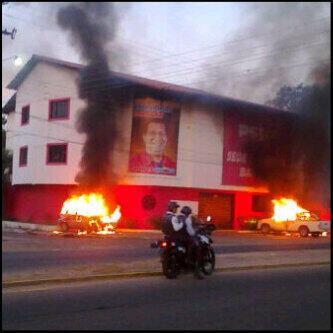 La sede del PSUV en Barinas también fue asediada