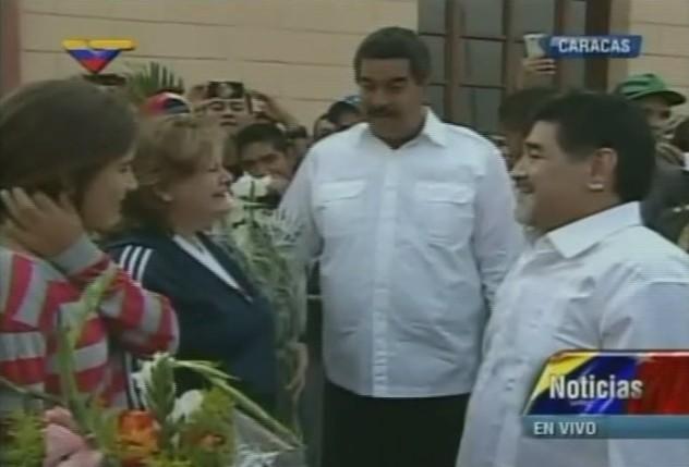 Maradona junto a Rosinés Chávez y Doña Elena de Chávez