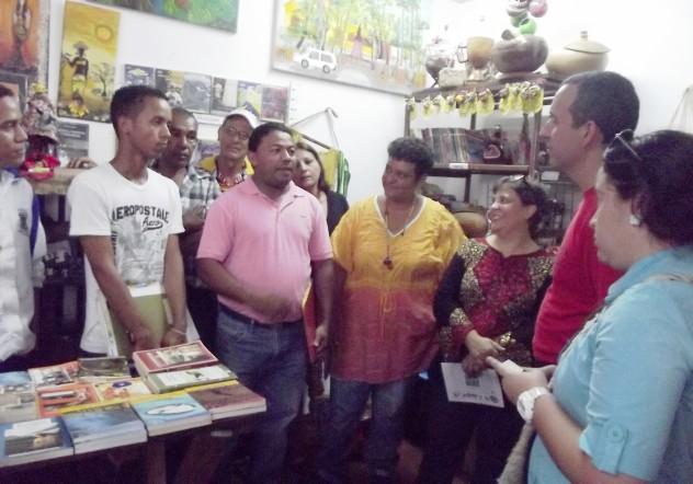Foto  1 Familia Fox expone el proyecto Huguito al Ministro