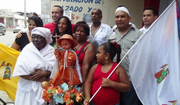 Foto  3 Ministro con los musicos,  y otros cxultores de Palo negro