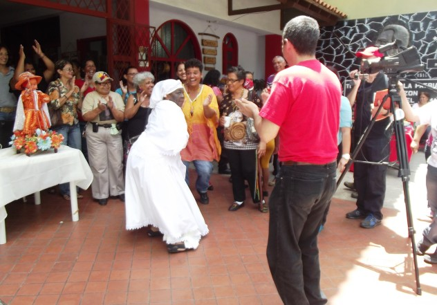 Foto Bailando al golpe del tambor