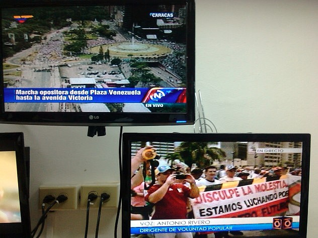 Captura simultánea de las tomas de VTV y Globovisión a las 11:10 am