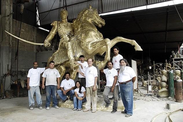 Estatua ecuestre de Bolívar en la que trabaja el maestro Briceño