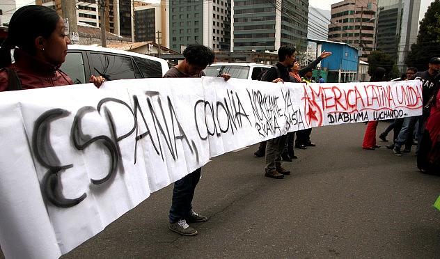 En la embajada de España en Quito. Foto: Agencia Los Andes