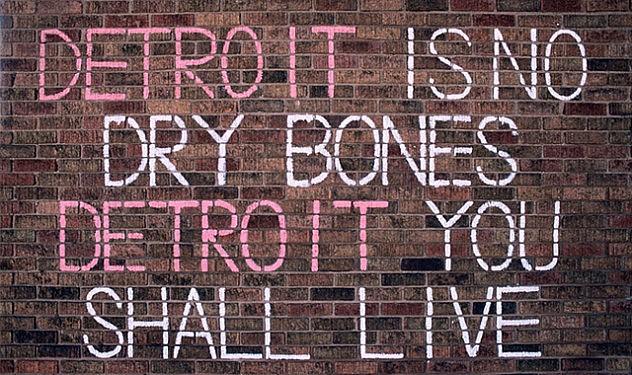 """Las pintadas reivinidicando la dignidad de la ciudad se multiplican: """"Detroit no es un cadáver, Detroit vivirá""""."""
