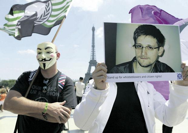 FranciaActivistas-NSA-Edward-Snowden-AFP_ECMIMA20130709_0060_4
