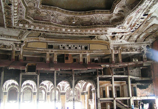 La decrepitud del Michigan Theater, una tragedia shakesperiana en sí misma.