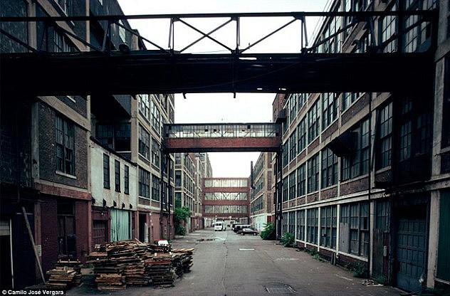 La fábrica Packard, hoy una de las más tremebundas ruinas industriales del planeta. (Daily Mail)