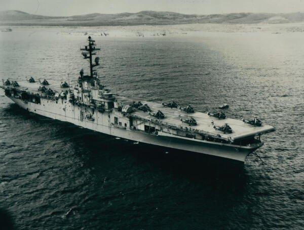 El USS Boxer en la isla de Vieques, Puerto Rico, en 1966