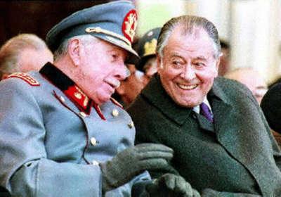 Augusto Pinochet, Comandante en Jefe de las Fuerzas Armadas, con el entonces presidente Patricio Aylwin