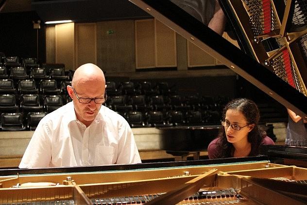3. Peter Salisbury junto a la pianista Luisa Cabrelles