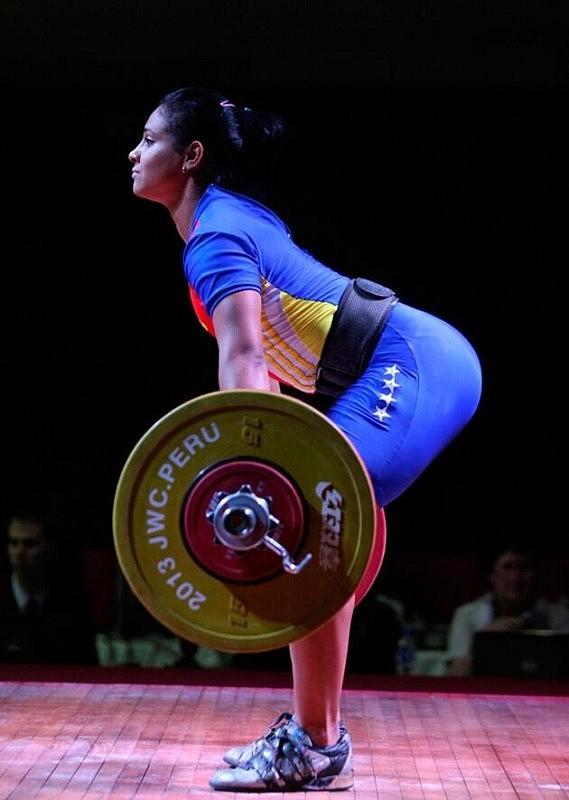 """Franyolet Navarro, """"la grande de Sucre"""", obtuvo 2 medallas de oro y 4 de plata en la categoría de 63kgs. Foto: FevePesas"""