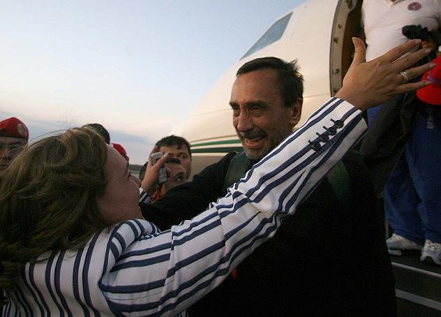 Luis Eladio Pérez junto a su familia luego de su liberación