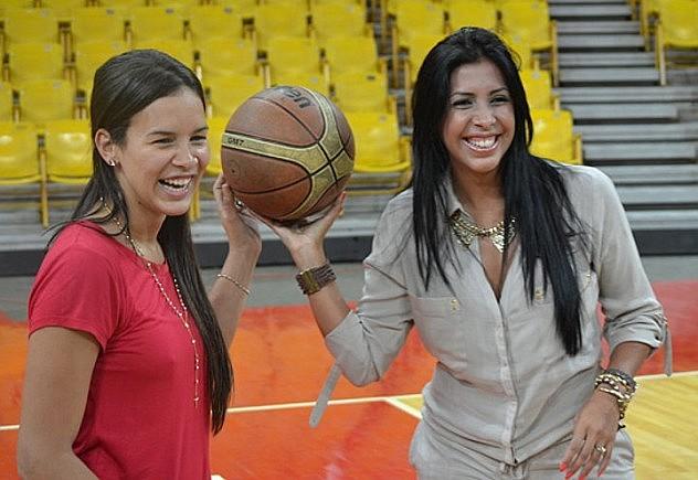 La ministra Alejandra Benítez y Dayana Ramírez (Foto: Noticias24)