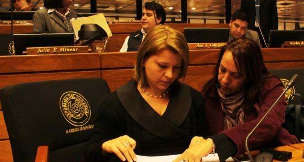 19 SEPT Diputadas-de-Avanza-País-solicitan-anular-declaración-de-persona-no-grata-a-Maduro-620x330