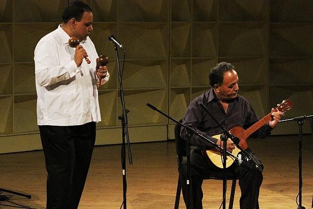 3. Víctor Márquez(maracas) y Juan Peña(cuatrista)