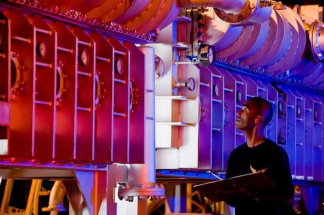 Planta desalinizadora del Grupo de Operaciones 45 de la Fuerza Aérea estadounidense en la Isla Ascensión. Foto: Lance Cheung