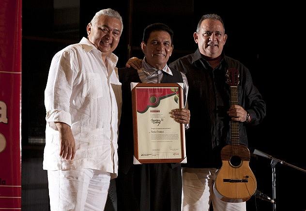 Siembra-del-Cuatro-Maracaibo-Entrega-de-otro-Reconocimiento