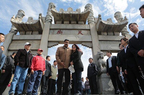 Con autoridades de Shandong el presidente  visitó la Montaña Sagrada Taishan. (Foto: Prensa Presidencial)