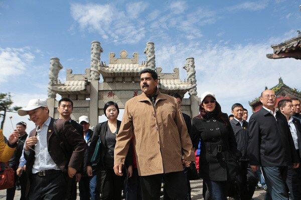 Con autoridades de Shandong (Foto: Prensa Presidencial)