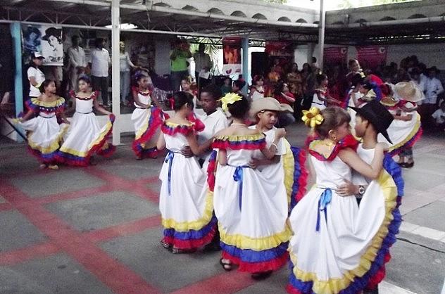 Foto Grupo de Danzas  Escuela