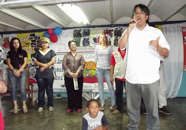 Foto Vice ministro Nestor Viloria se dirige a los presentes  en la Escuela Madre Marea