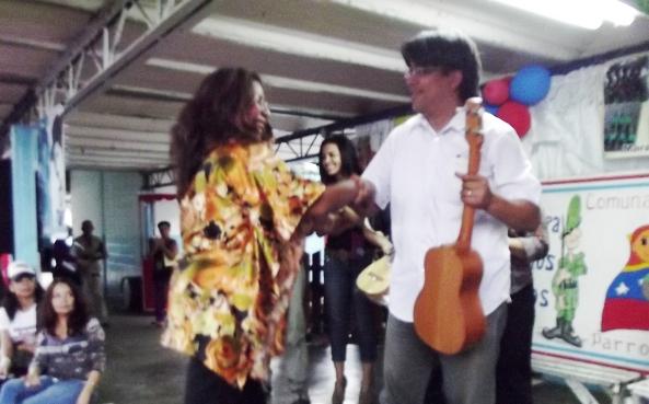 Foto cinco cuatros entregados al Ensamble Guarapo