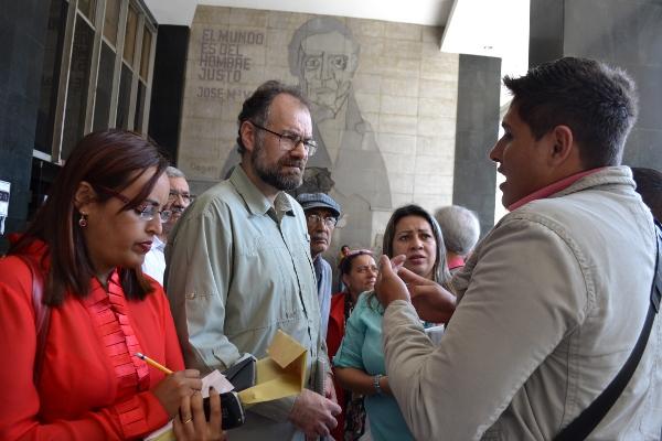 Presidente-del-INDEPABIS-atendiendo-a-las-comunidades-organizadas