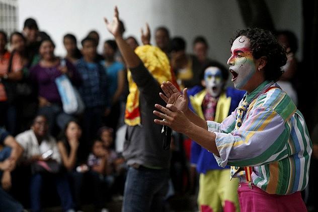 """Compañía Taller Experimental de Teatro durante la presentación de la obra """"El Circo más Invisible del Mundo"""" (Foto: Archivo/AVN)"""