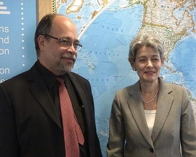 Ministro venezolano Pedro Calzadilla y  la directora general de la Unesco, Irina Bokova (Foto: Hilda Salas @HsalasteleSUR)