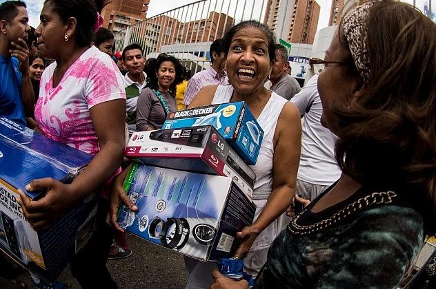 Los-venezolanos-hacen-colas-kilométricas-tras-la-orden-de-vender-a-precios-justos