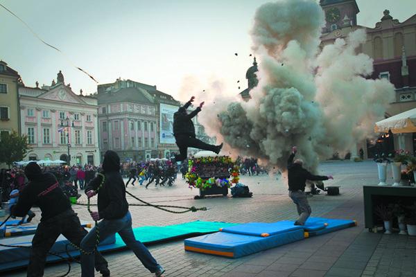 Azaan_Krakow_Market_Square_2011