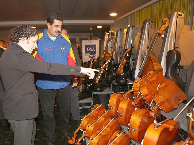 maduro_orquestas_instrumentos_31389316783