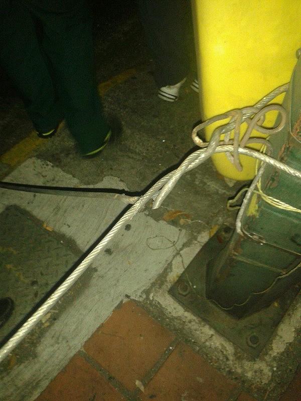 Al parecer, con esto se impactó el motorizado (21) que se degolló en la barricada de la Av. Rómulo Gallegos, según informó el periodista y tuitero Jorge Agobian.