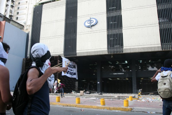 MARCHA-ESTUDIANTES-UNIVERSITARIOS-FOTOS-ANGEL-DEJESUS-600x400
