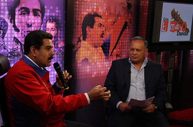 diosdado_cabello_con_el_mazo_dando_y_el_presidente_nicolas_maduro31392088000
