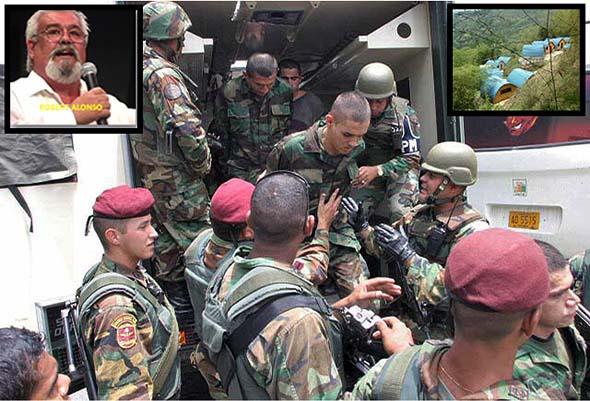 Paramilitares colombianos son detenidos vestidos con sus camuflajes en la finca de Roberto Alonso en 2004.
