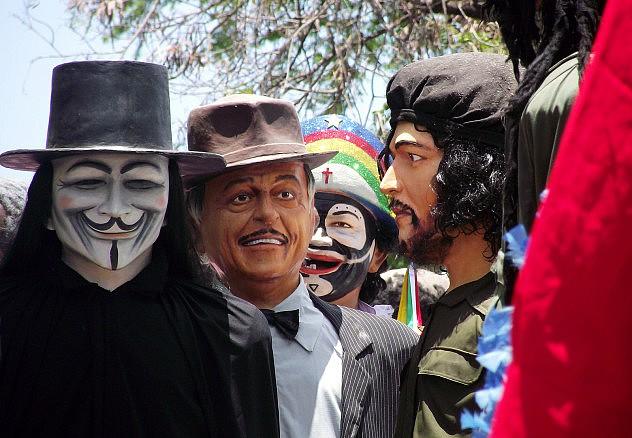 El Ché Guevara y Guy Fawkes también desfilaron. Foto: Karla Vidal