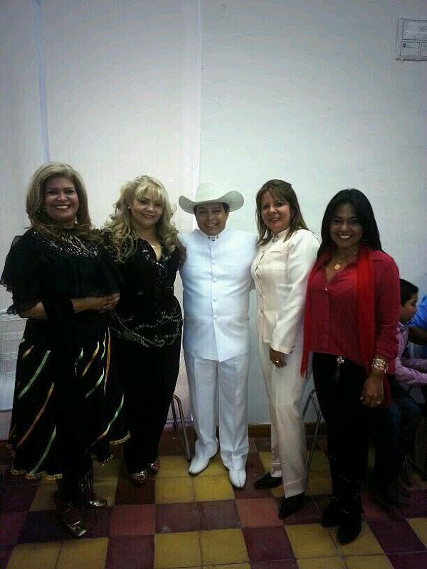 Reina Lucero, Cristina Maica, Luis Lozada El Cubiro, Gloria Perdomo y Maira Castellano en el Cuartel de la Montaña este sábado. Foto: @Luiselcubiro